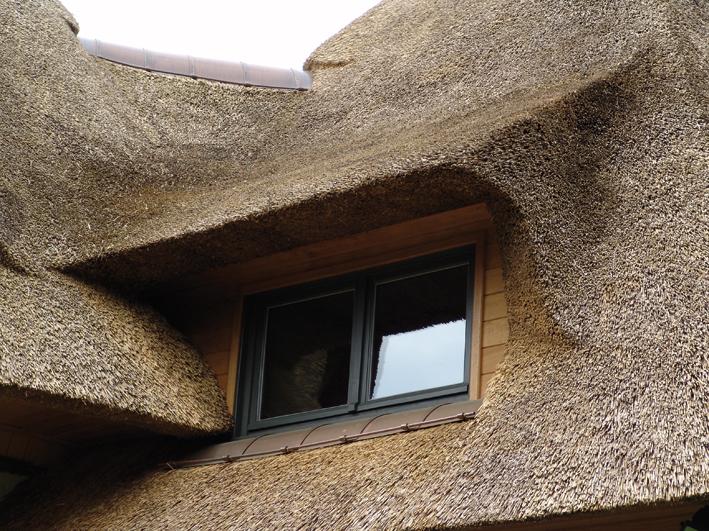 duree de vie toit de chaume fenetre de toit dans toit de. Black Bedroom Furniture Sets. Home Design Ideas